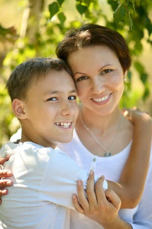 mam: Happy mother with her son in park