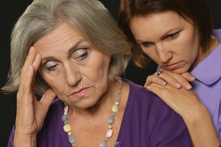 La madre y la hija de tener un problema o disputa