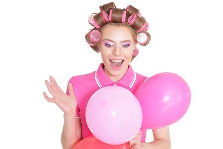 Portrait der schönen Frau in Lockenwickler mit Luftballons im Studio Standard-Bild