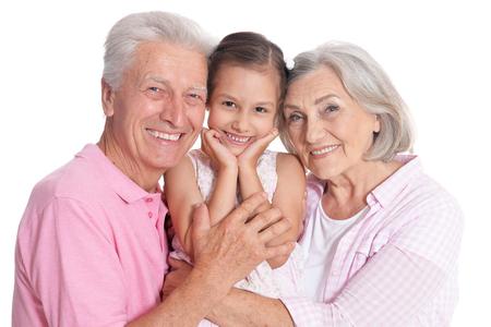 Gelukkige grootouders met kleindochter op witte achtergrond