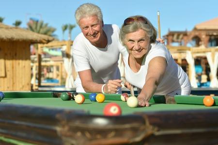 mature couple playing pool Zdjęcie Seryjne