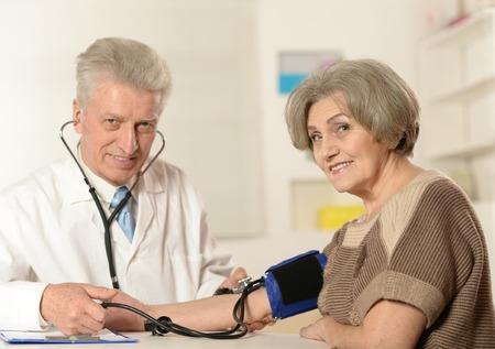 doctor examine: doctor examine patient