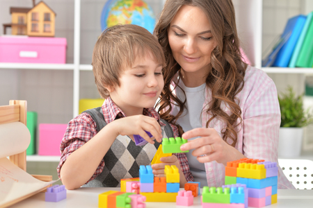 Woman and little boy playing lego Banque d'images
