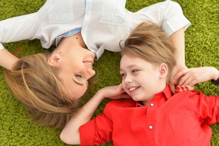 Sourire mère et fils Banque d'images