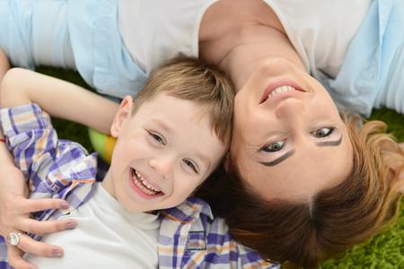 jeune femme avec son fils Banque d'images