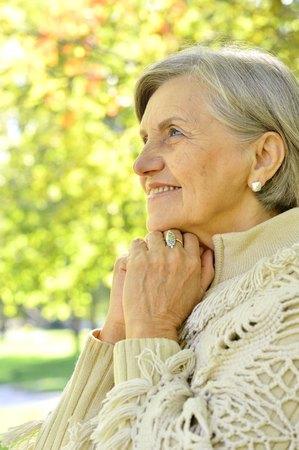 Portrait of senior woman in autumn park Imagens