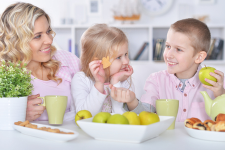 Happy mother and children having breakfast together 스톡 콘텐츠