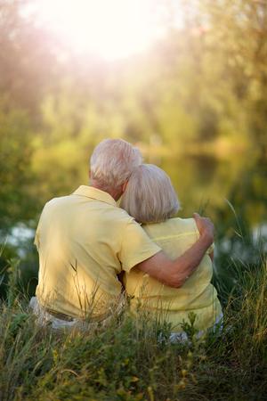 Loving senior couple posing Imagens