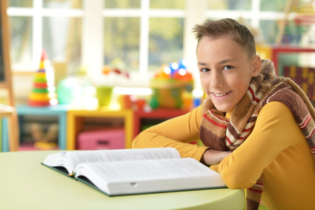 Young boy doing homework Banco de Imagens