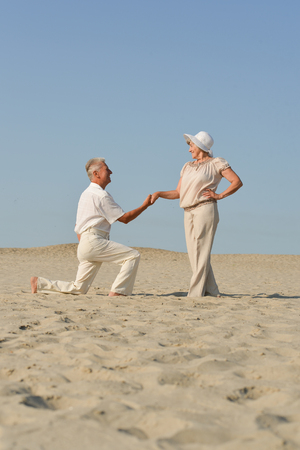bejaarde echtpaar verliefd Stockfoto