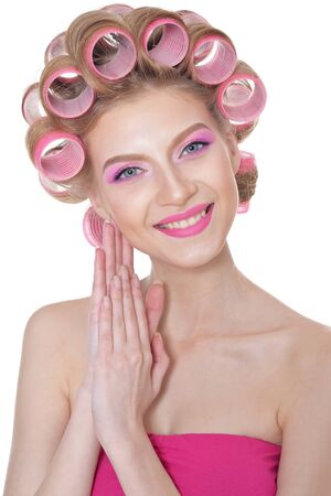 Schöne Frau mit rosa Kleid isoliert auf weißem Hintergrund Standard-Bild