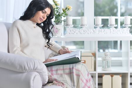 Portrait of young attractive woman reading a book Stockfoto