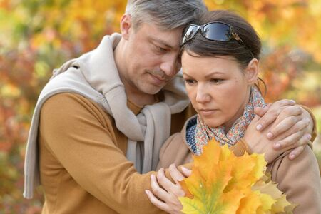 Close up portrait of sad couple posing in autumnal park Stockfoto