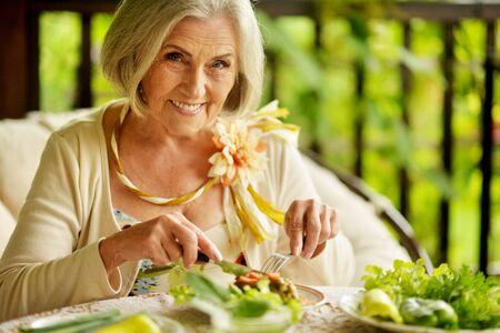 Beautiful senior woman eating healthy breakfast Reklamní fotografie