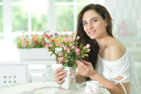 Portrait of beautiful young woman posing with flowers 版權商用圖片