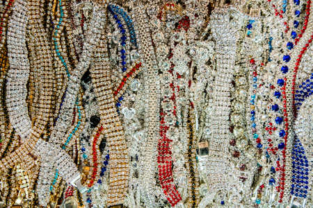 Wallpaper background of a flea market stall with jewelry and vintage bracelets with fake diamonds stones for sale. Banque d'images