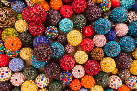 Beautiful wallpaper background of colorful jewelery beads of many shapes and materials. Banque d'images