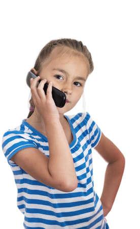 niños platicando: Chica en un teléfono celular que habla