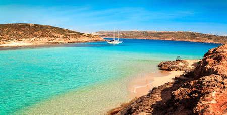 blue lagoon: The Blue Lagoon on Comino Island, Malta Gozov. Archivio Fotografico