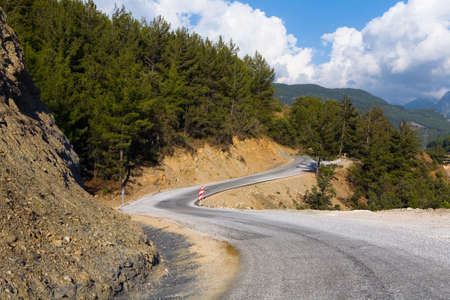 Beautiful meandering asphalt mountain road. Turkish landscape. 版權商用圖片