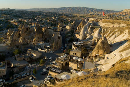 Evening top view of the small town of Goreme. Turkish Cappadocia. 免版税图像
