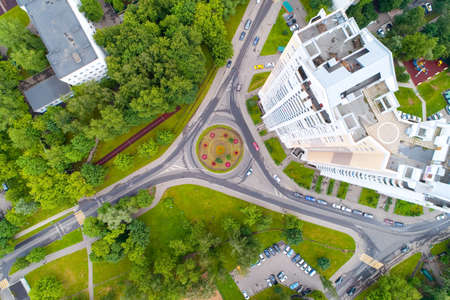Top view of a flower bed and a roundabout road. Aerial photography. 免版税图像 - 158735016