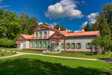 The ancient wooden house in the noble estate in Russia in summer Stok Fotoğraf - 80986949