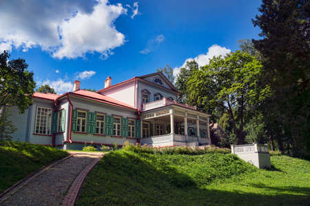 The ancient wooden house in the noble estate in Russia in summer Stok Fotoğraf - 80986944