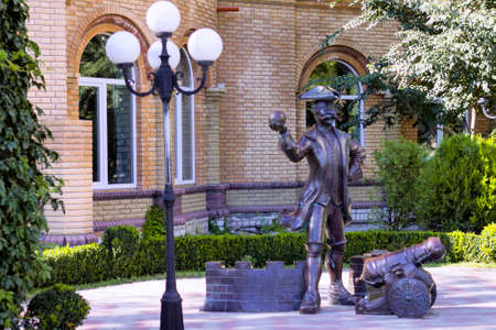 Baron Myunkhgauzen in city park.