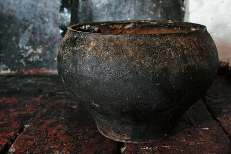 old cast iron cooking pot in the oven Imagens