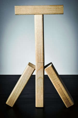 Mast of wooden blocks with a crossbar. Business balance concept. Stockfoto
