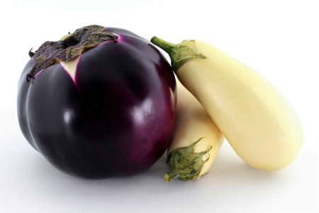 Sicilian spherical shaped purple Organic Eggplant and White Mini Eggplants over white background   Banque d'images