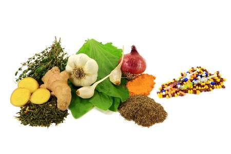Groep van Natural Remedies met Antibioticum, Anti Ontsteking en antiseptische effecten versus groep van farmaceutische Antibiotica