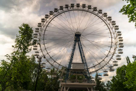 intentional: Quickly rotating Ferris wheel