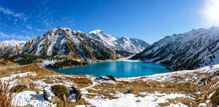 cielo despejado: montaña Lago