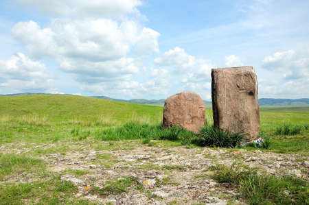 Two ancient menhirs with ribbons tied stand like guards in the endless steppe. Gates to the Valley of the Kings, Salbyk Steppe, Khakassia, South Siberia, Russia. Stockfoto