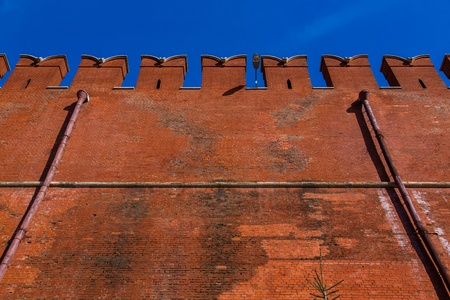 surrounds: Kremlin Wall that surrounds the Moscow Kremlin, Russia Stock Photo