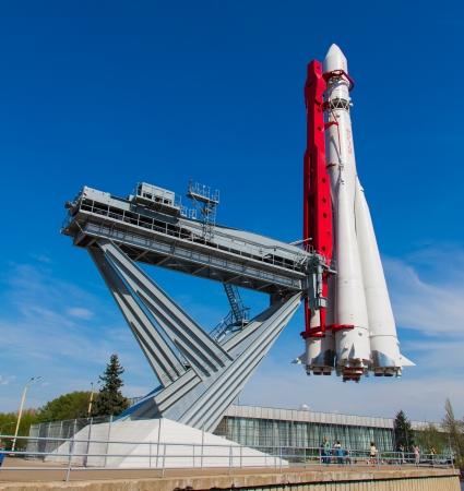 Fus�e sovi�tique utilis� pour lancer un premier homme dans l'espace. Exposition sur VDNH - centre d'exposition � Moscou, Russie �ditoriale
