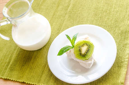 Kiwifruit pavlova photo