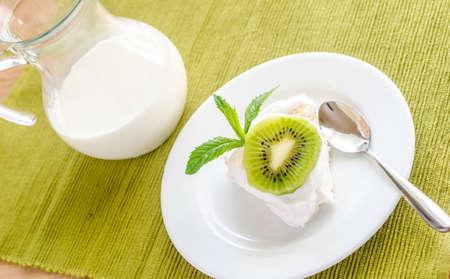 kiwi fruta: Pavlova Kiwi Foto de archivo