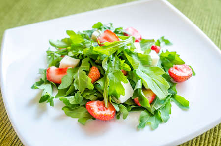 Rocket salad with strawberry