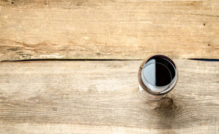 copa de vino: el vino tinto en el vidrio