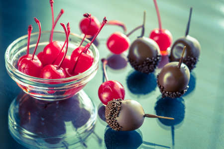 glace: Chocolate covered cherries