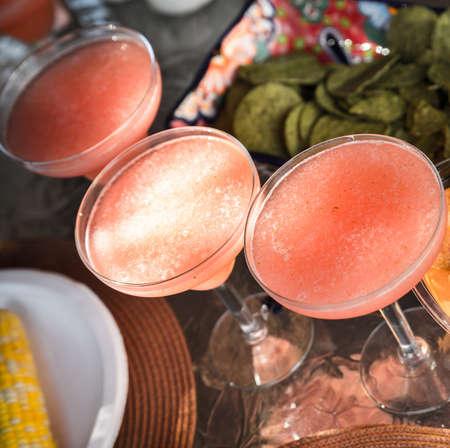 margarita cocktail: Cóctel margarita de fresa