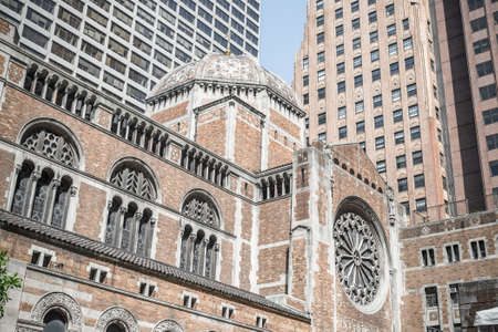 the church: De San Bartolomé Iglesia Episcopal de Nueva York Foto de archivo