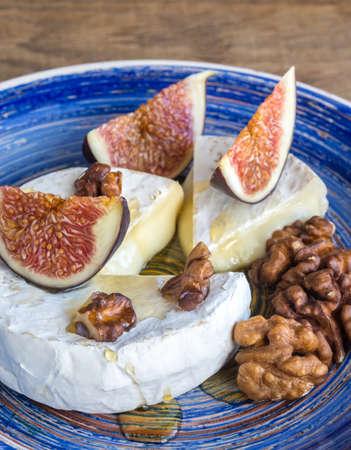 camembert: Camembert with walnuts