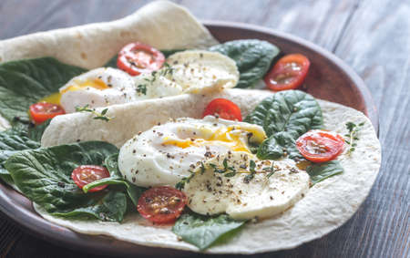 whole wheat toast: Tortilla sandwiches with poached eggs, mozzarella, spinach and cherry tomatoes