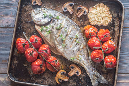 gilthead bream: Grilled fish with thyme and cherry tomatoes