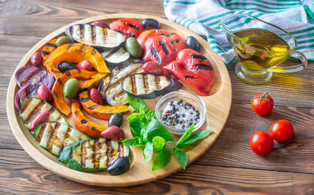 Grilled vegetables on the wooden tray: top view Reklamní fotografie