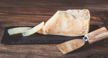 Parmesan cheese on the black stone board Standard-Bild - 133908495